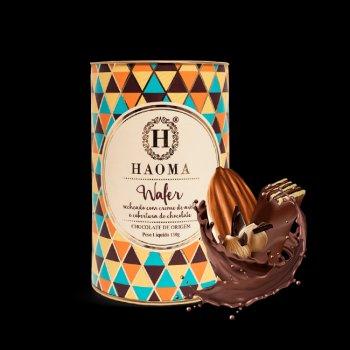 Wafer recheado com creme de avelã e cobertura de chocolate.