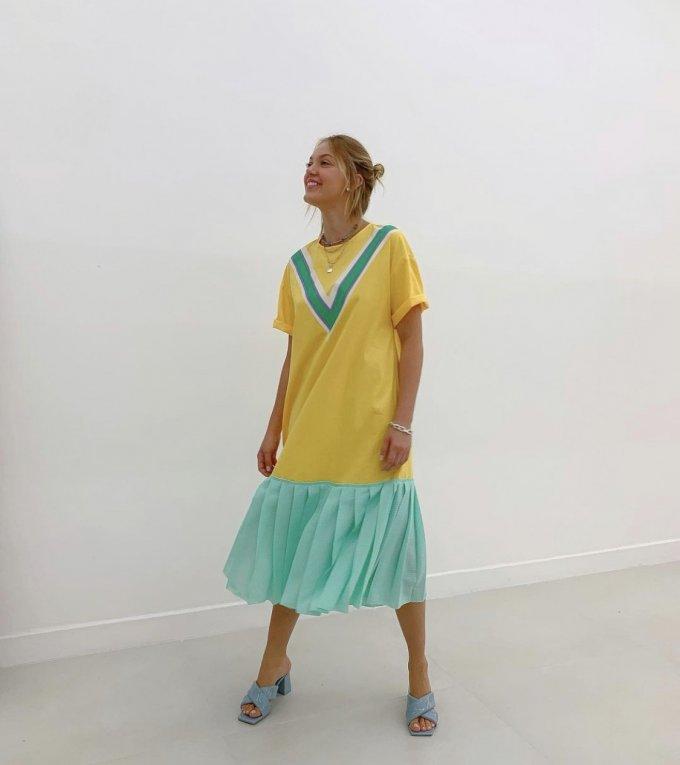 Vestido midi plissado chiffon detalhe colegial Salgu