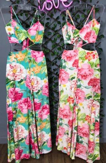 Macacão floral rosas recorte cintura