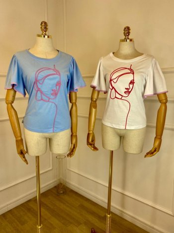 T-shirt algodão bordada